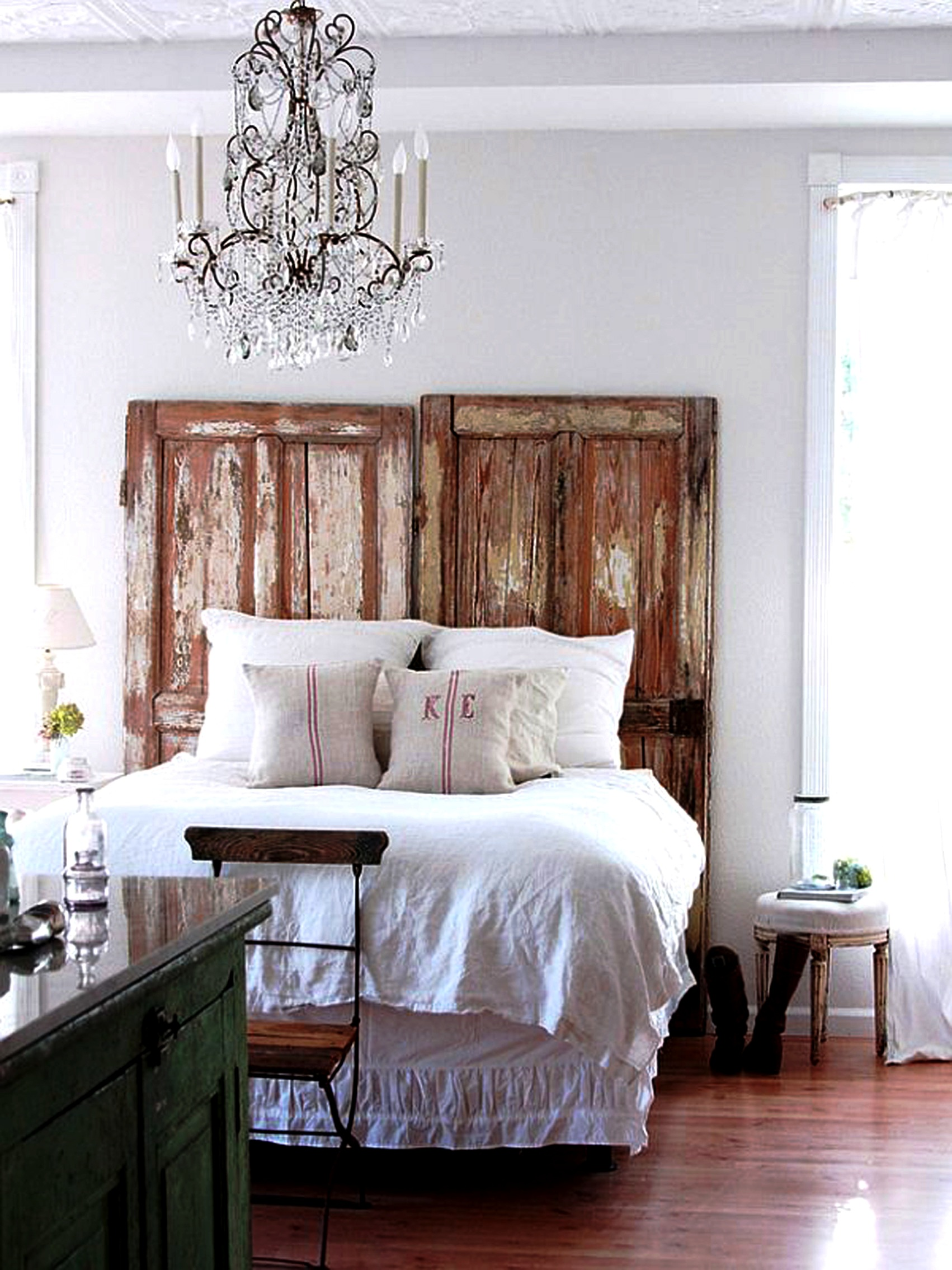 Rustic chic home decor ideas you bet your pierogi - Bedroom wall decor ideas ...